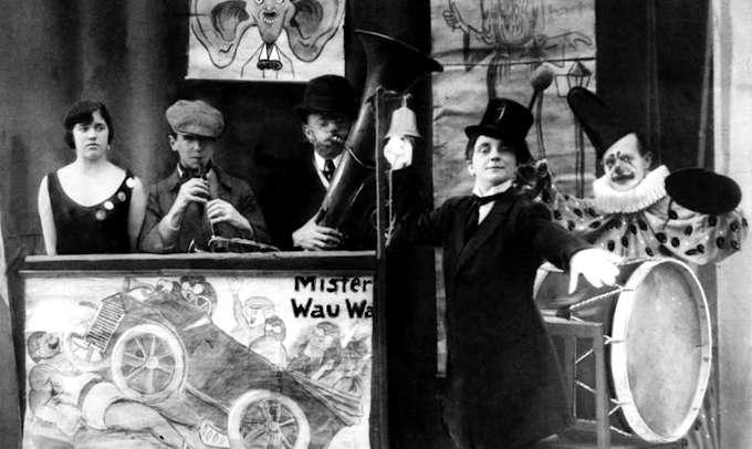 Brecht che suona il flauto (1920)